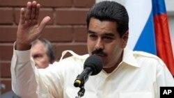 2일 러시아를 방문 중인 니콜라스 마두로 베네수엘라 대통령이 기자회견에서 에드워드 스노든을 지지한다고 밝히고 있다.