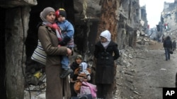 Ngày càng có nhiều người tị nạn rời bỏ Syria trong khi giao tranh tiếp diễn.