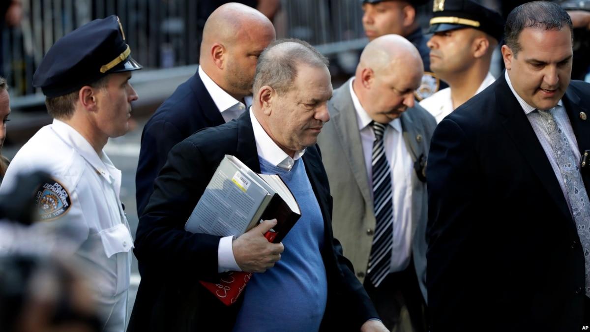 Harvey Weinstein i dorëzohet autoriteteve