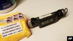 Este sería el paquete destinado al ex director de la CIA John Brennan en la torre Time Warner en Nueva York. (ABC News via AP)