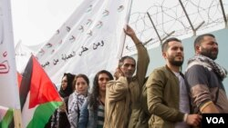 The latest demonstration took place outside UNRWA's Beirut headquarters. Earlier this month, a man self-immolated in response to the changes. (John Owens/VOA)