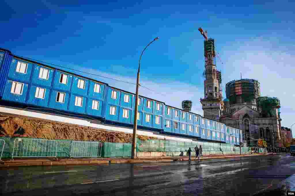 Moskva məscidində inşa işləri davam edir. Tikinti 2015-ci ildə başa çatmalıdır.