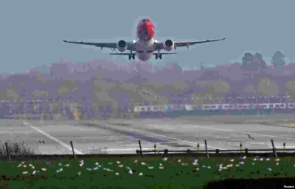 بعد از اینکه یک پهپاد در آسمان یکی از فرودگاه های لندن دیده شد، برای چند ساعت پروازهای این فرودگاه موقت متوقف شد.
