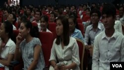 About 100 youth came together for a conference in Phnom Penh to discuss how they might have better access to the political process.