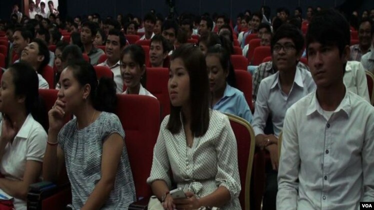 About 100 youth came together for a conference in Phnom Penh to discuss how they might have better access to the political process.<br /><br /><br /><br />
