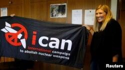 베아트리스 핀 핵무기폐기국제운동 대표가 6일 노벨평화상 수상 소식을 듣고 기뻐하고 있다.