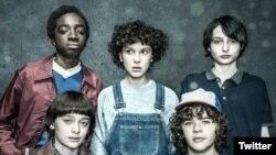 """""""Stranger Things"""", del servicio por streaming Netflix, ganó como Mejor Programa de Televisión en los premios MTV Movie and TV."""