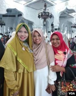Dr. Ir. Dzarnisa Araby, MS. (paling kiri) yang kini menjadi dosen di Unsyiah, Banda Aceh. (Eva M).