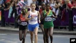 Мэри Кейтани (Кения), Татьяна Петрова-Архипова (Россия) и Тики Гелана (Эфиопия)