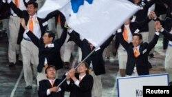2000년 9월 시드니 하계 올림픽 개막식에서 남북한 대표단이 함께 입장하고 있다.