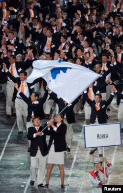 지난 2000년 9월 시드니 하계 올림픽 개막식에서 남북한 대표단이 함께 입장하고 있다.