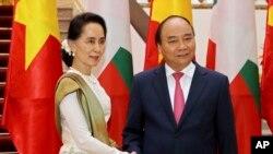 ႏုိင္ငံေတာ္ အတုိင္ပင္ခံပုဂၢိဳလ္ ေဒၚေအာင္ဆန္းစုၾကည္ ဗီယက္နမ္ ၀န္ႀကီးခ်ဳပ္ Nguyen Xuan Phuc နဲ႔ ေတြ႔ဆုံ ( ဧၿပီ ၁၉-၂၀၁၈)