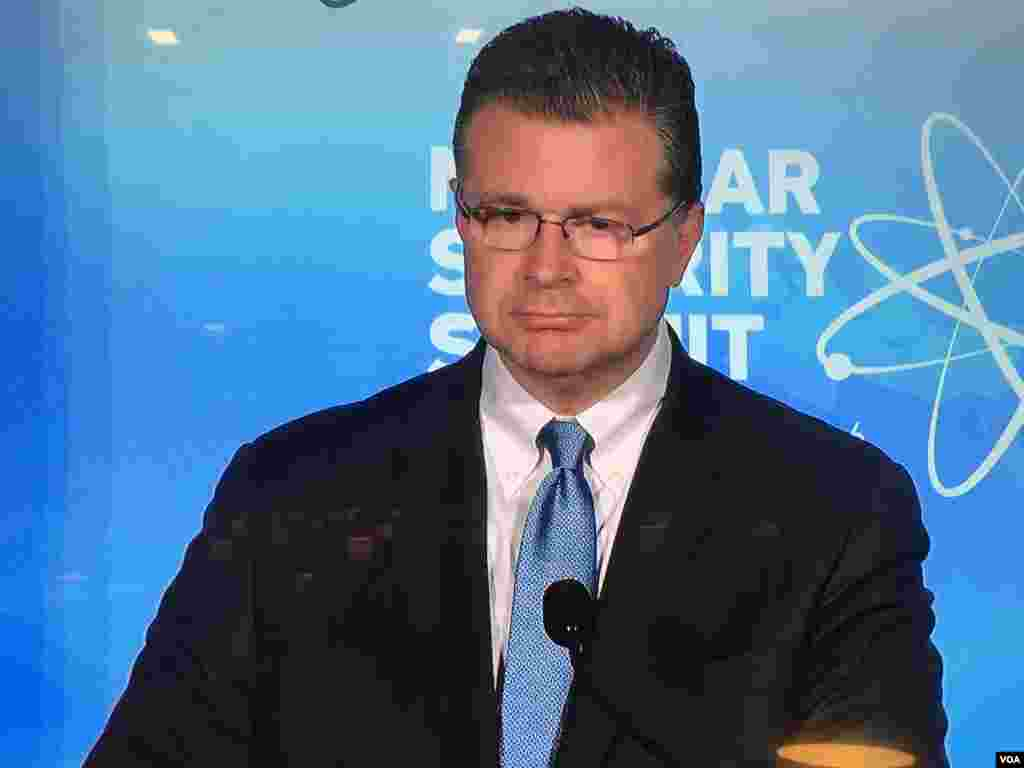 国家安全委员会亚洲事务资深主任康达回答记者提问(美国之音莉雅拍摄)