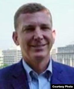 美利堅大學法學院教授基斯‧亨德森