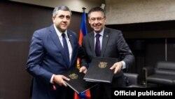 """""""ბარსელონას"""" პრეზიდენტ ხოსეპ მარია ბართომეუსთან ერთად"""