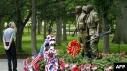 Памятник ветеранам Вьетнамской войны. Вашингтон. 29 мая 2011 года
