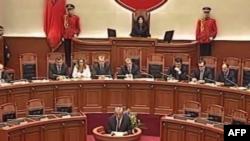 Shqipëri: Parlamenti rihapet mes debateve për hetimin e zgjedhjeve