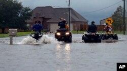 La tormenta tropical Harvey inundó la subdivisión Clearfield Farm en Lake Charles, Louisiana, el martes, 29 de agosto de 2017.