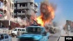 Gambar dari stasiun televisi Irak menunjukkan saat bom meledak di jalanan Kirkuk, Irak, Rabu (2/9).