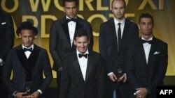 Lionel Messi ari hagati ya Cristiano Ronaldo na Neymar