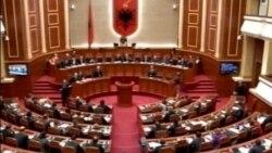 Shqipëri, përplasje në parlament