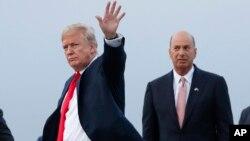 Президент США Дональд Трамп та посол США до ЄС ҐордонСондленд, липень 2018 року