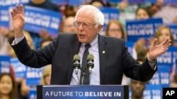 Bernier Sanders, le candidat démocrate, parle pendant sa campagne à Penn State University le 19 avril 2016.