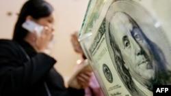 Доллар снизился к иене, золото снова подорожало