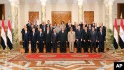 이집트 임시 정부의 신임 장관들이 16일 카이로에서 선서식을 가졌다.