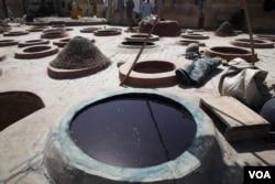 Artisans blend indigo, ash and potassium to make their traditional blue dye in Kano, Nigeria, Nov. 9, 2014. (Chris Stein/VOA)