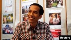Presiden Joko Widodo, bertepatan dengan peringatan Hari Ibu, 22 Desember 2014 di Jakarta, memberikan grasi kepada aktivis perempuan Eva Susanti Bande, yang dihukum empat tahun penjara karena memperjuangkan hak tanah rakyat (Foto: dok).