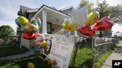 Bong bóng treo bên ngoài căn nhà của cô Gina DeJesus tại Cleveland, Ohio, ngày 7/5/2013.