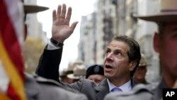 Thống đốc New York Andrew Cuomo cũng tham gia chuyến đi này.
