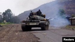 A Congolese government tank patrols in Kanyarucinya village in the outskirts of Goma in the eastern Democratic Republic of Congo, August 22, 2013.