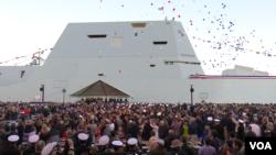 朱姆沃尔特号驱逐舰2016年10月15日正式编入美国海军(美国之音黎堡拍摄)