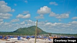 The Chingwizi transit camp has some 3,100 tents, allowing just one tent per family regardless of family size. (Photo: Human Rights Watch)