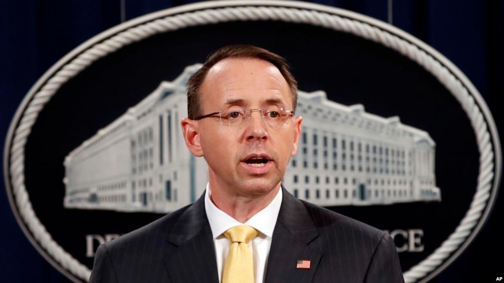 El vicefiscal general de EE.UU., Rod Rosenstein, durante el anuncio de la oficina del fiscal especial Robert Mueller de que un gran jurado ha acusado a individuos y entidades rusas de interferencia en las elecciones estadounidenses de 2016. Feb. 16, 2018.