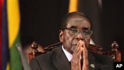 Presiden Zimbabwe, Robert Mugabe membuka konferensi GlobalPower Woman Network Africa, jaringan beranggotakan perempuan yang bertujuan menghentikan penularan HIV dan mencegah kekerasan terhadap perempuan (foto: dok.).