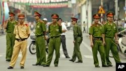 Có nhiều than phiền về ứng xử của công an Việt Nam trong những năm gần đây