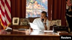 11月24日﹐美國總統奧巴馬於白宮致電海外美國軍人﹐藉感恩節感謝軍人為國家服務。