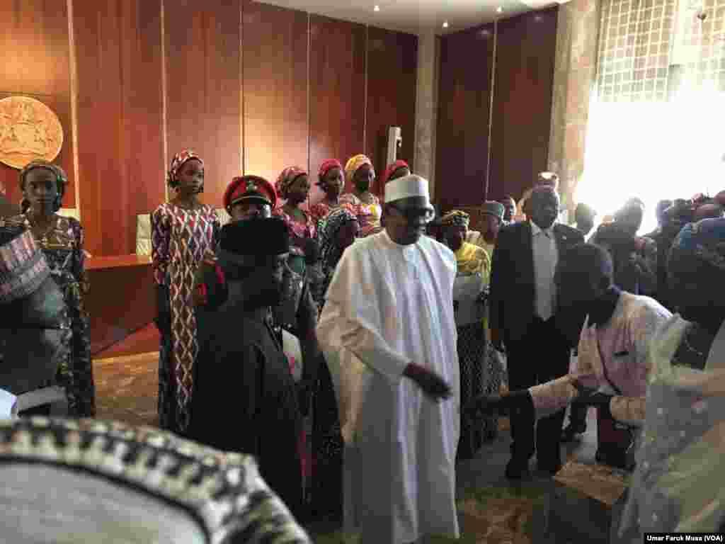 CHIBOK: Buhari da 'yan matan Chibok