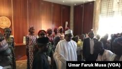 Shugaba Buhari yana ganawa da 'yan matan Chibok daya bayan daya