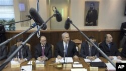 Israeli Prime Minister Benjamin Netanyahu, center, convenes the weekly cabinet meeting in Jerusalem, February 6, 2011.