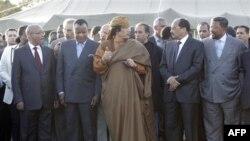 Muammar Qaddafiy va muxolifatga sulh rejasi taqdim etildi