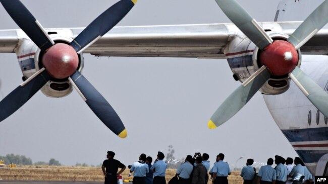 Gambar pesawat Antonov An-12.