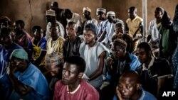 Le 16 avril 2019, Isa Ibrahim, berger des Fulani âgé de 30 ans, assiste à une prière dans une mosquée de la réserve de Kachia Grazing, dans l'État de Kaduna, au Nigeria.