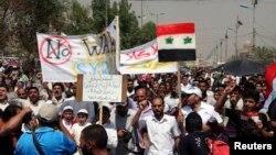 伊拉克宗教和政治领导人萨德尔的支持者8月30日在巴格达的萨德尔城示威,反对美国可能军事打击叙利亚