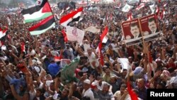 Supporters of Muslim Brotherhood's presidential candidate Mohamed Morsi celebrate his victory at Tahrir Square in Cairo, June 24, 2012.