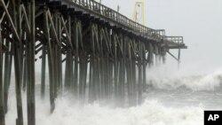 امواج ناشی از توفان سندی