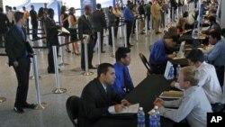在面談當中的邁阿密求職者